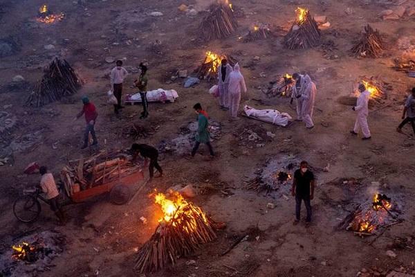 آیین سوزاندن مردگان در هند