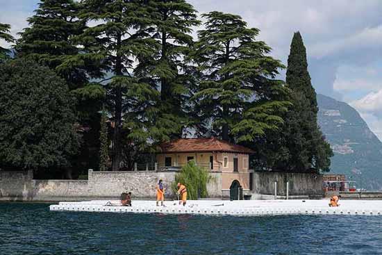 هیجان راه رفتن روی آب در ایتالیا (عکس)