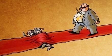 ضرب المثل آدم فقیر در جهنم نشسته است